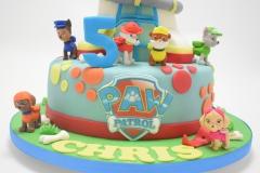 Details van verjaardagstaart met thema Paw Patrol