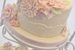Bruidstaart pastel bloemen