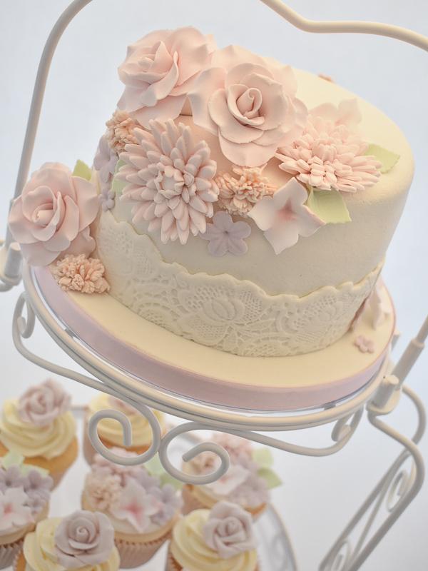 Bruidstaart-pastel-bloemen
