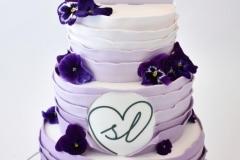 Bruidstaart-paars-met-eetbaren-viooltjes