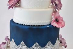 Bruidstaart wit en donkerblauw
