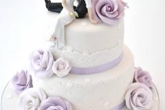 Bruidstaart-wit-met-licht-paars