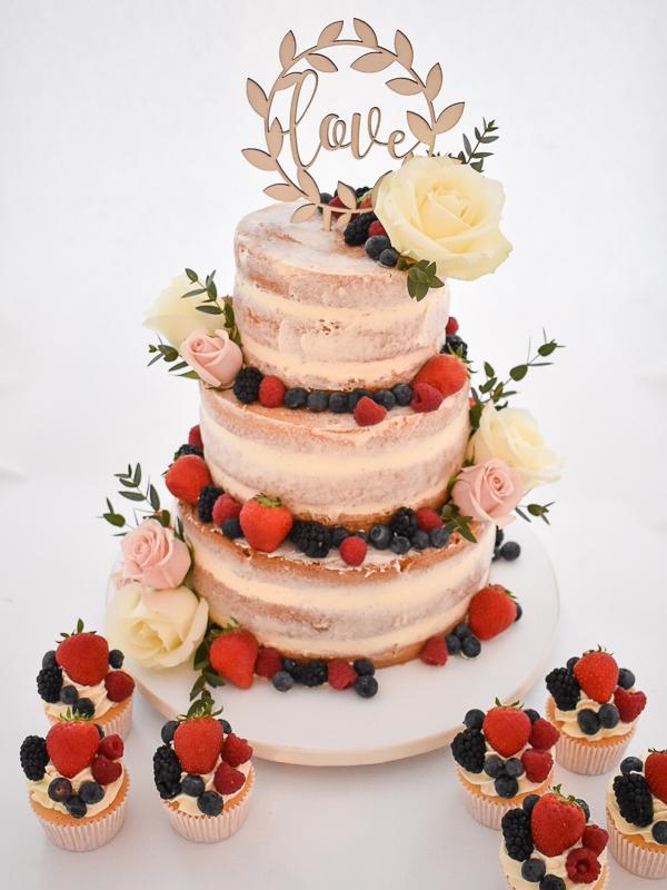 Bruidstaart-cupcakes-versfruit-echtebloemen-3